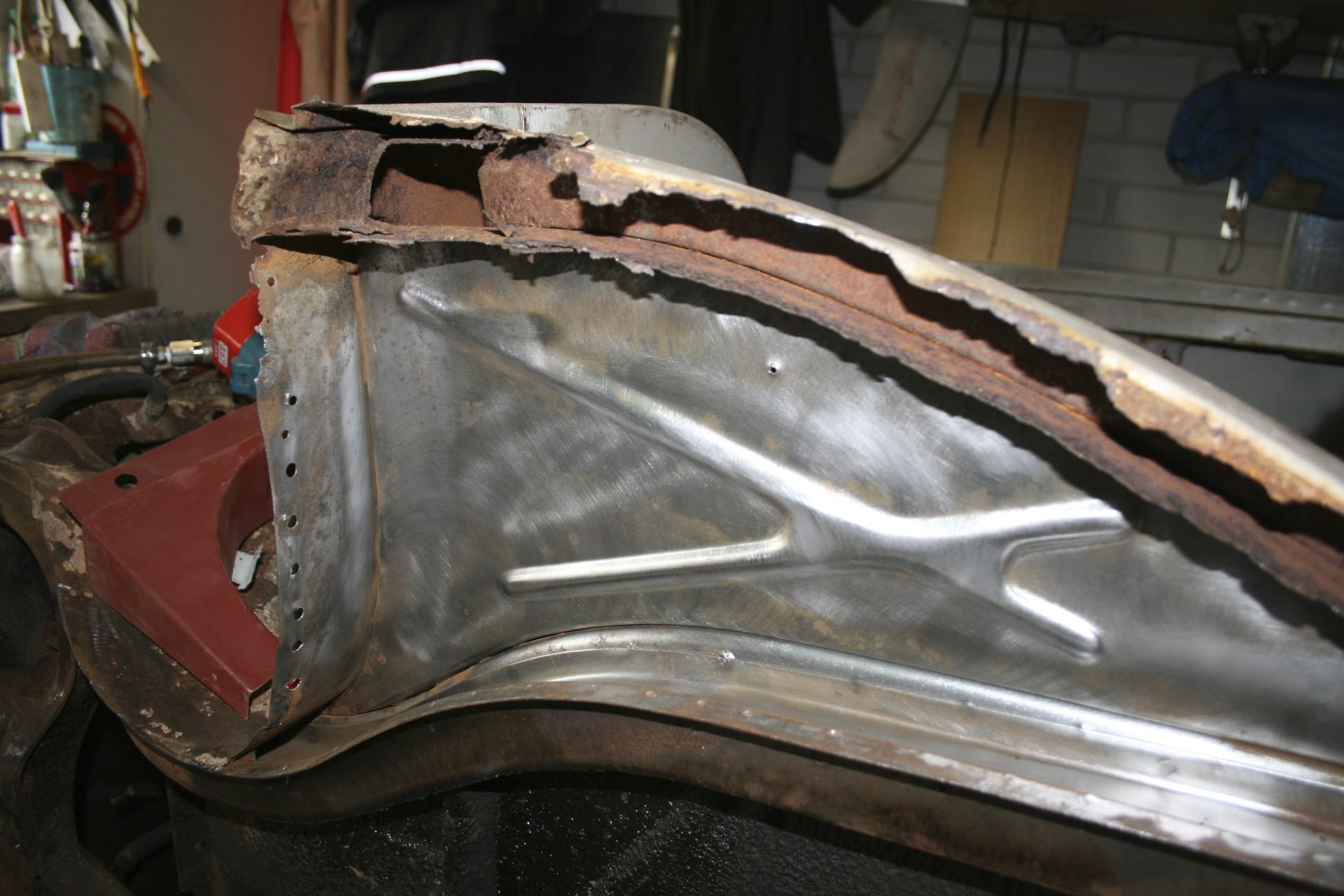 Strippen van de auto renault 4cv for Auto interieur spuiten